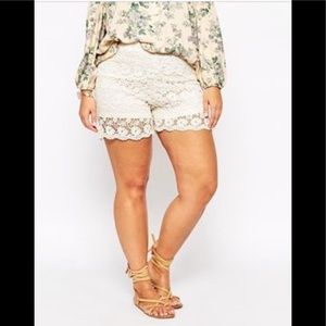 NWT! Alice&YOU lace flowers slip on cream shorts